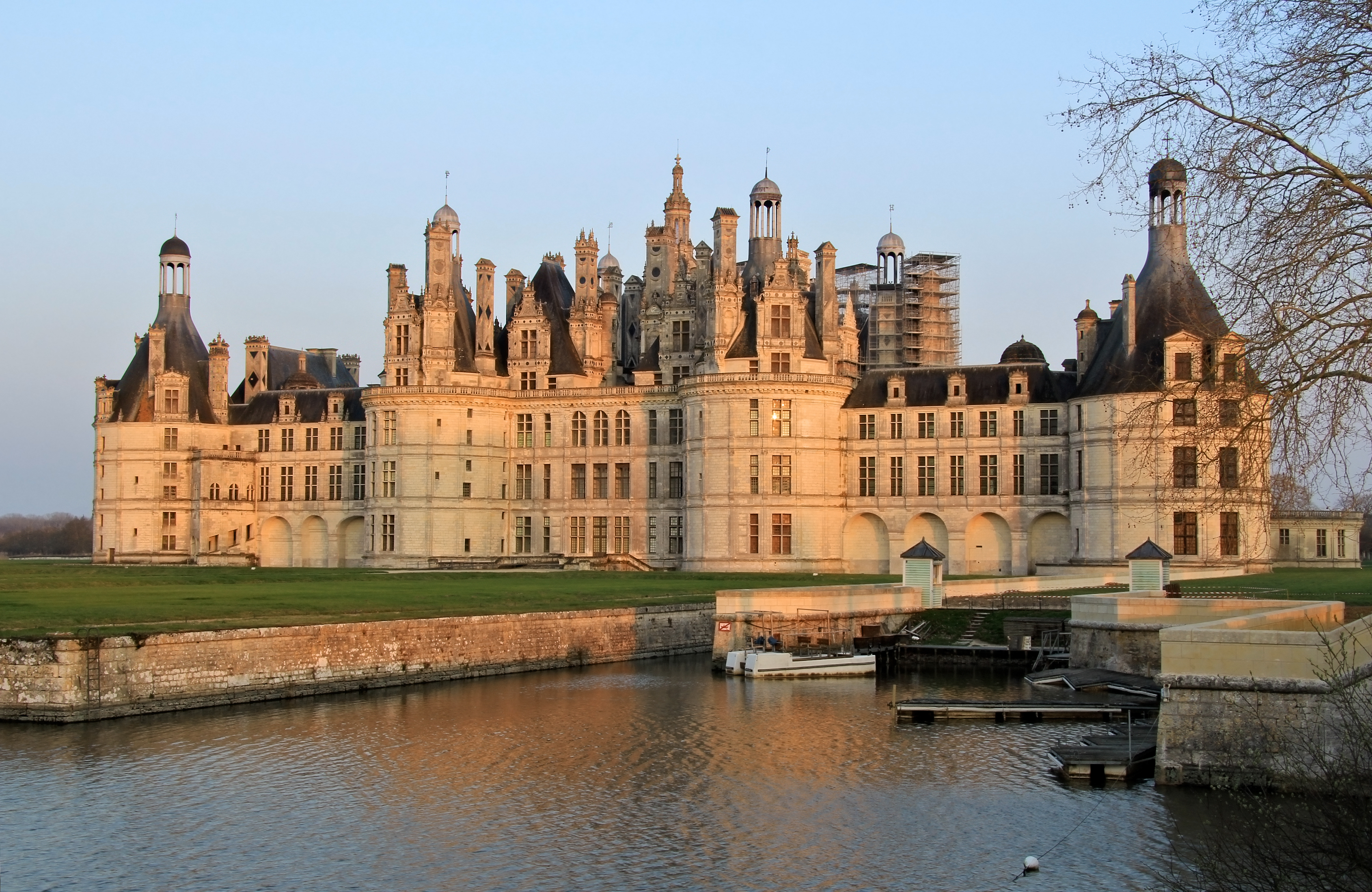 Ch teaux of the loire blog canvas holidays for Chateaux in france to stay